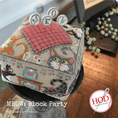 Pattern Gift BLOCK PARTY BUZZ Cross Stitch Embroidery Pincushion Kit Hands On Design Linen Floss /& JABc Pin Set